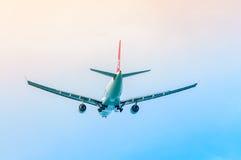 飞机在天空中 免版税库存图片