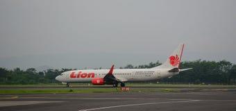 飞机在日惹机场在印度尼西亚 免版税库存图片