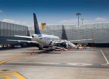 飞机在机场,贝尼托华雷斯 库存图片