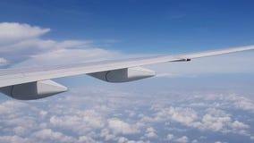 飞机在跑道登陆在机场沿着陆带 影视素材