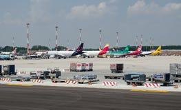 飞机在马可・波罗机场,威尼斯 免版税库存照片