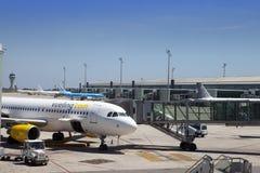 飞机在2010年5月11日的巴塞罗那机场在巴塞罗那,西班牙 免版税库存图片