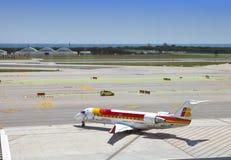 飞机在2010年5月11日的巴塞罗那机场在巴塞罗那,西班牙 库存图片