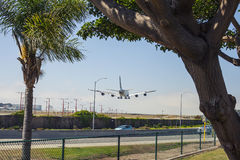飞机在LAX登陆 库存图片
