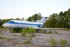 飞机场飞机废弃的老俄语 库存图片