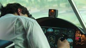 飞机失事,驾驶失去的下跌对地面的知觉和飞机 影视素材