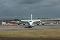 飞机安-124 库存照片