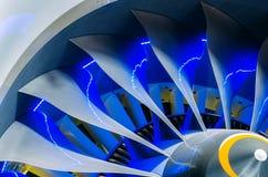 飞机引擎和刀片有蓝色背后照明关闭的 免版税图库摄影