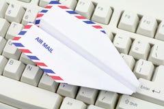飞机概念电子邮件关键董事会纸张 免版税库存照片