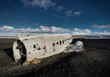 飞机残骸在黑沙子海滩的Solheimasandur冰岛 免版税图库摄影