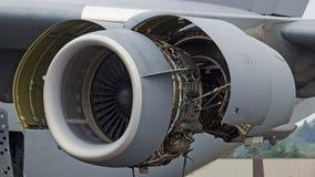 飞机波音747飞机推进引擎维护 免版税图库摄影