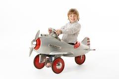 飞机男孩坐的玩具年轻人 免版税图库摄影