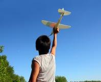 飞机男孩模型运行中 库存图片
