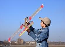 飞机男孩起始时间 免版税库存图片
