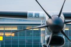 飞机的推进器引擎在机场 免版税库存照片