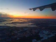 从飞机的晚上视图 库存照片