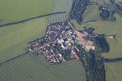 从飞机的看法在布拉格的郊区 库存照片