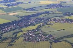 从飞机的看法在布拉格的郊区 库存图片
