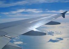 飞机的翼和云彩 库存照片