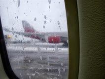 飞机的除冰器,除冰飞机空运 免版税库存照片