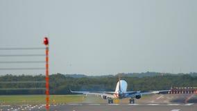 飞机着陆在杜塞尔多夫 影视素材