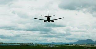 飞机着陆 免版税图库摄影