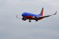 飞机着陆(SothWest航空公司) 免版税库存照片