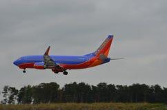 飞机着陆(SothWest航空公司) 免版税图库摄影