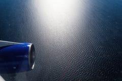 从飞机窗口的海视图 免版税库存照片