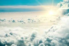 从飞机窗口的看法在云彩 库存图片