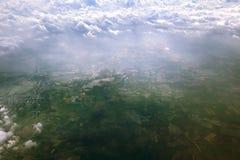 从飞机窗口的空中照片  库存照片