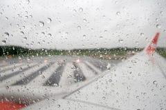 从飞机窗口 库存图片