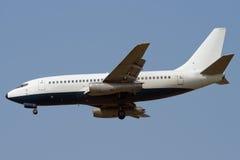 飞机经典喷气机着陆 免版税库存图片