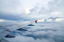 飞机翼、天空和云彩 图库摄影