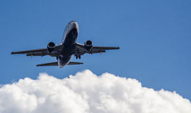 飞机蓝色背景 免版税库存图片