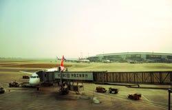飞机装货和准备好开始飞行 免版税库存照片