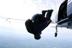 飞机跳伞运动员跟斗 免版税库存图片