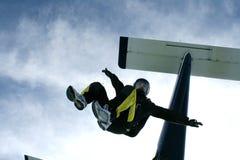 飞机跳跳伞运动员 免版税库存照片
