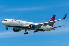 飞机达美航空N152DL波音767-300 免版税库存图片