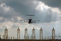 飞机途径着陆 库存照片
