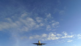 飞机通过在头顶上 影视素材