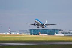飞机采取 库存图片