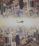飞机飞行在城市,曼谷 免版税库存图片