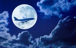 飞机飞行天空月亮 库存照片