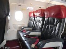飞机飞行安全概念:在飞机的紧急出口位子 免版税库存照片