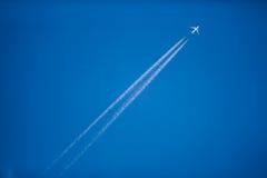 飞机飞行查出的photoshop 免版税库存照片