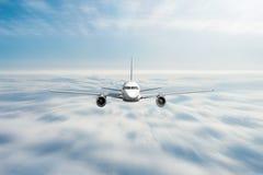 飞机高速迅速地飞行平直的阴暗云彩 库存照片