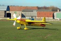 飞机黄色 免版税库存照片