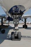 飞机齿轮喷气机着陆 免版税库存图片