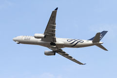 飞机离开 免版税库存图片